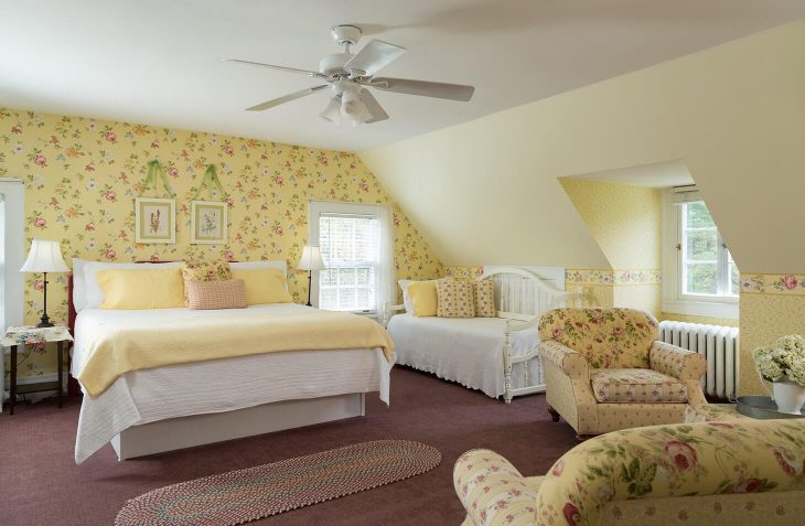 Bennington Vermont Bed and Breakfast with room for three