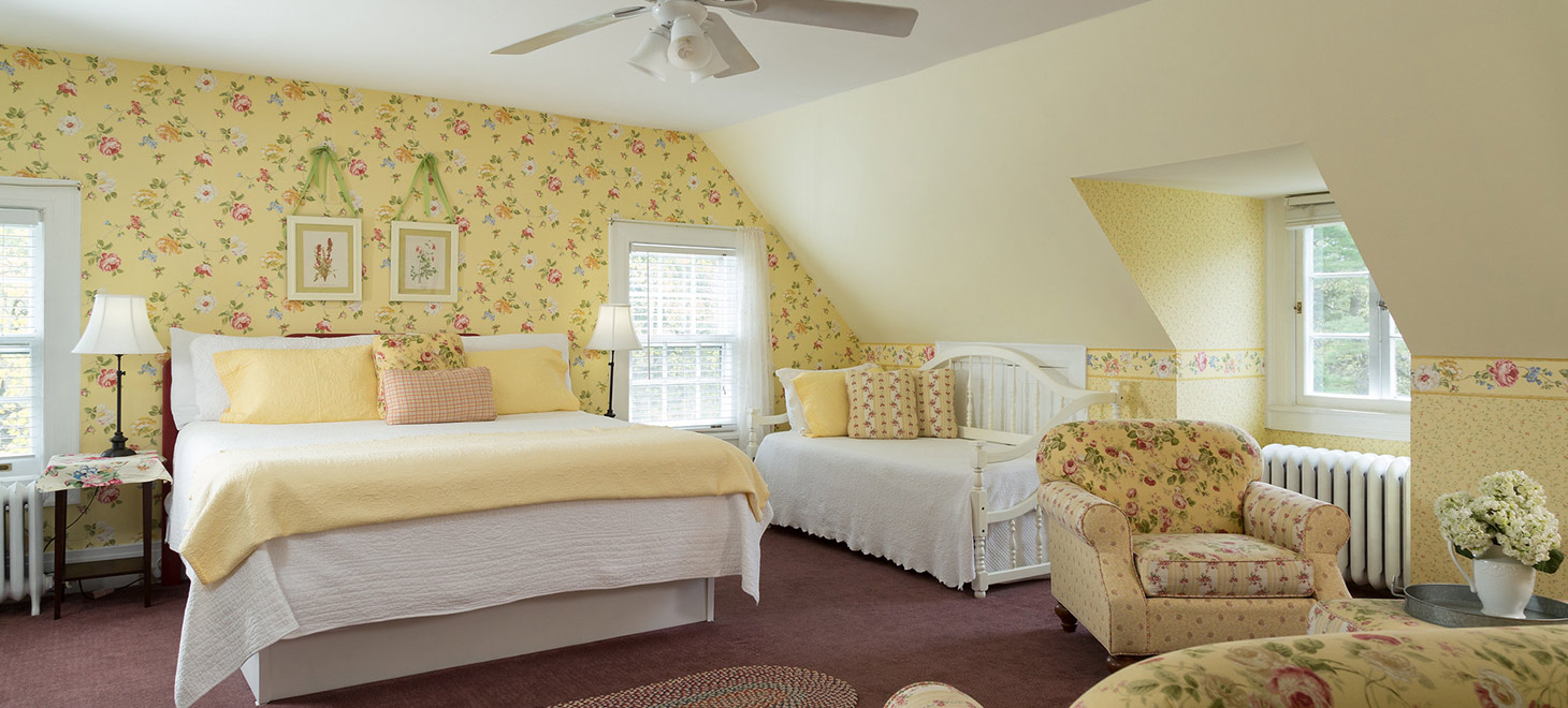 Bennington Vermont Bed and Breakfast King Room with Day Bed
