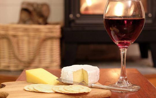 cheese with crackers and red wine