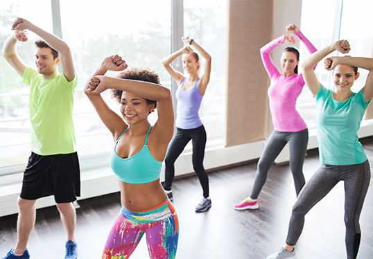 Zumba style class with 5 indviduals