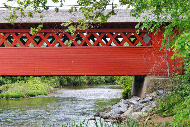 vermont-covered-bridge-summer-bennington