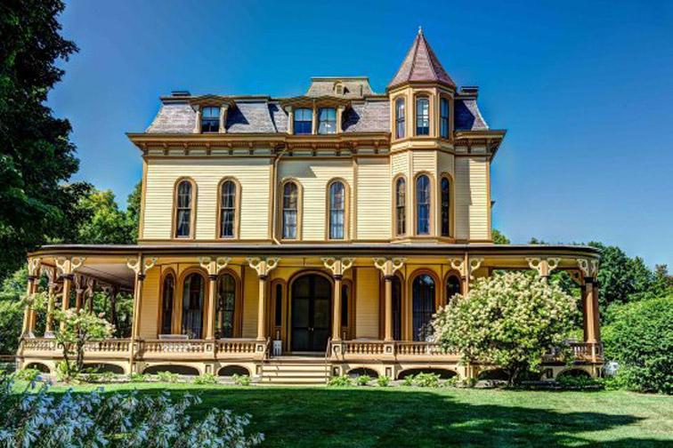 park mccullough historic mansion summer