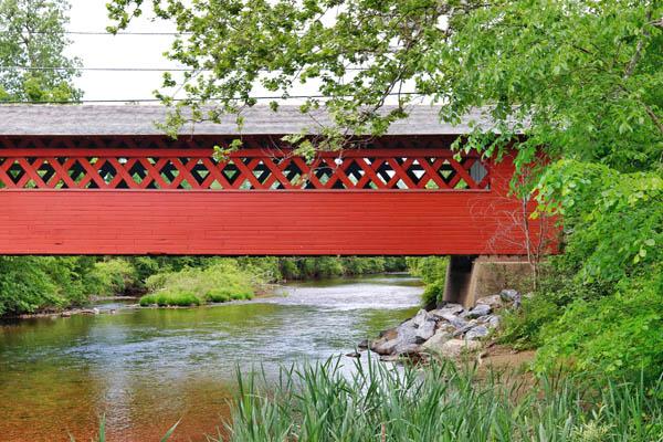 vermont-covered-bridge-top-picnic-spot